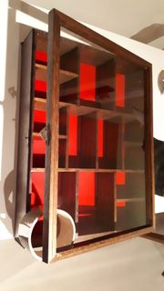 Setzkasten aus Holz mit Glastür