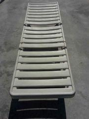 Liegestuhl rollbar weiß