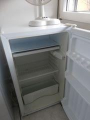 Kühlschrank und ventilator zu verschenken