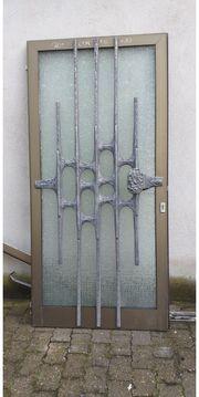 Haustür und Kellertür
