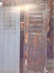 Alte Holzläden