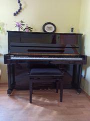 Klavier von Bergmann schwarz Hochglanz