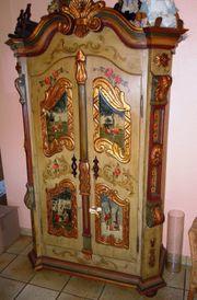 Antiker Bauernschrank - handbemalt aus Bayern