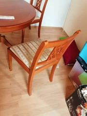 Tisch und 4 Stühle