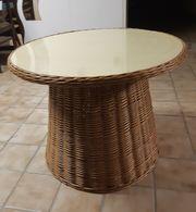 Tisch aus Rattan