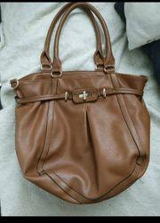 grosse braune Handtasche