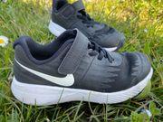Kinderschuhe von Nike Gr 29
