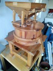 Getreidemühle mit 30 cm Granitmahlstein