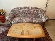 3 er Couch mit Tisch