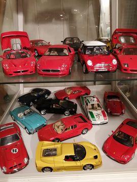Spielzeug, Überraschungseier- Figuren - Sammlung Burago 1 18