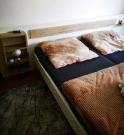 Bett mit Rost und Matratzen