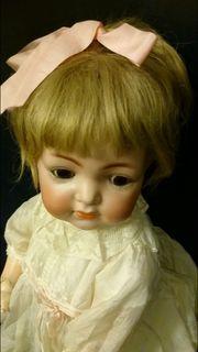 Ein zuckersüßes Puppenkind um 1912
