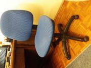 stabiler Schreibtischstuhl mit Rollen blau