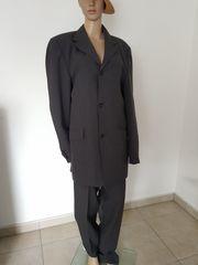 Anthrazitfarbener Anzug bestehend aus Hose