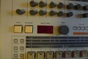 Roland TR-909 TR 909 Drumcomputer