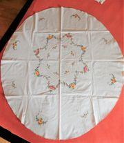 Ovale Tischdecke aus Omas Schrank