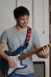 Professioneller Gitarrist sucht professionelle Coverband