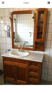 Badmöbel aus Holz mit Marmorsteinplatte