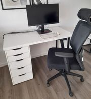Schreibtisch weiß mit Bürostuhl schwarz