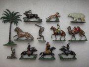 Biete 12 Spielfiguren ca 1930