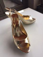 Festliche Damenschuhe Sandale aus goldenem