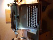 Uralte Schreibmaschine von Adler