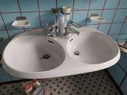 Doppelwaschbecken und Ablage aus Porzellan
