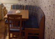 Esstischecke mit Stühlen und Eckbank