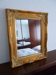 Schöner Spiegel mit Rahmen