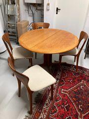 Skandinavische Sitzgarnitur mit Esstisch mit