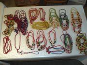 130 Kinder Holzperlen-Ketten und Armbänder