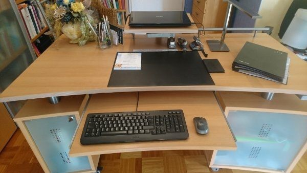 Neuwertiger Schreibtisch Buchefurnier