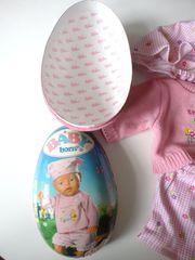 Baby-Born-Osterei mit Bekleidung