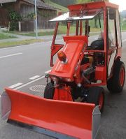Traktor kubota mit schneepflug