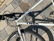 Liebhaber Mountainbike der Marke Trek