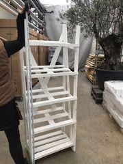 Holzmöbel zur Lagerung oder Warenpräsentation
