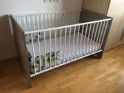Babyzimmer - Gitterbett Wickelkommode Kleiderschrank Fa