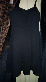 Schwarzes schönes Kleid