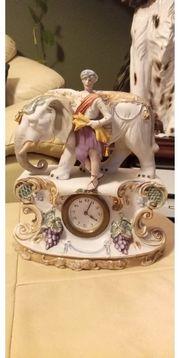 Porzellan Figur mit Uhr mechanisch