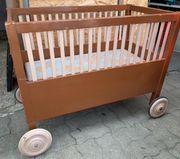 verschenke antikes Babybett Gitterbett Holz