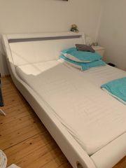 Bett aus Kunstleder