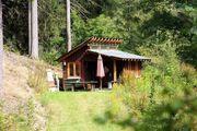 Partywiese mit kleiner Hütte