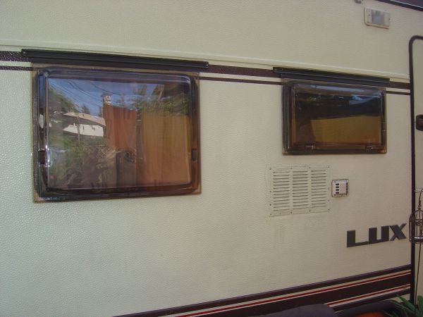 Bürstner Wohnwagen Fensterscheibe für 455TN