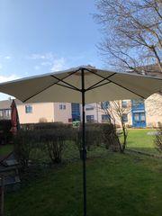 Sonnenschirm mit Schirmständer