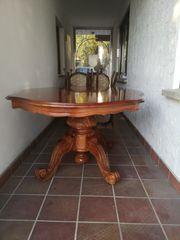 Antikes Sofa Tisch und Stühle