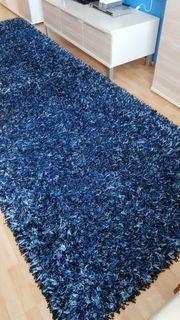 2 blaue Teppiche