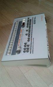 Roland TR-909 Rhythm Composer optisch
