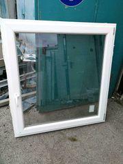 Mehrere neue Fenster mit Dreifachverglasung