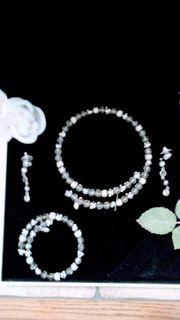 Halskette Armband und Ohrringe von
