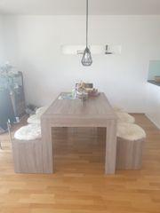 Ausziehbarer Esstisch mit 2 Bänken